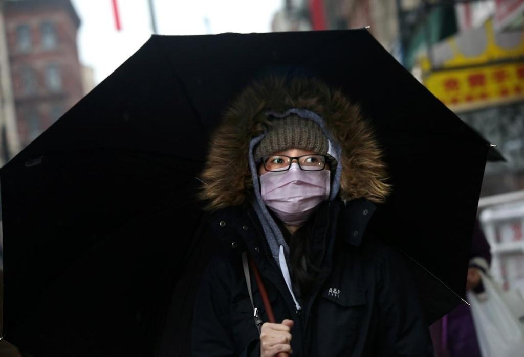 Nguoi goc A bi xuc pham vi deo khau trang, bang California len an hinh anh 2 download_Chinatown_NY_Reuters.jpg