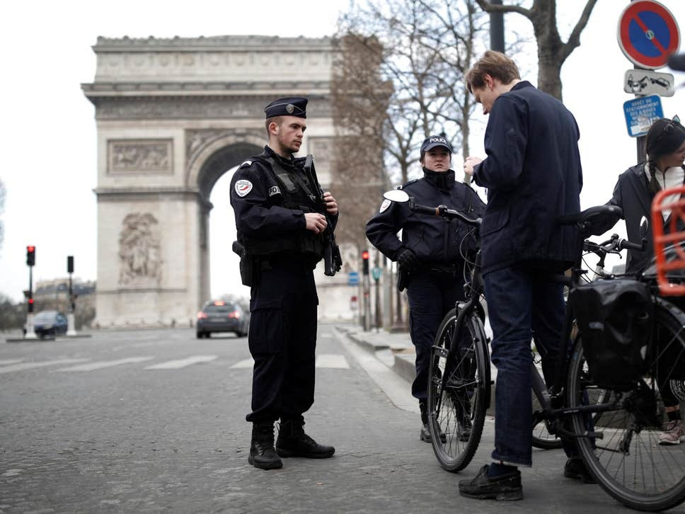 Nguy co 'nut that' trong viec dap dich toan cau hinh anh 3 coronavirus_france_lockdown_police_Reuters.jpg