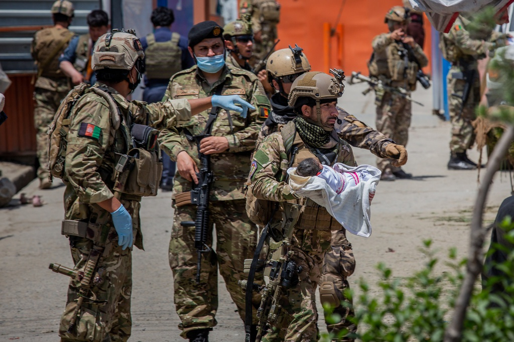 Em be chua co ten da dinh day mau me - ngay kinh hoang o Afghanistan hinh anh 1 13afghanistan_attack_superJumbo_v2_nyt.jpg