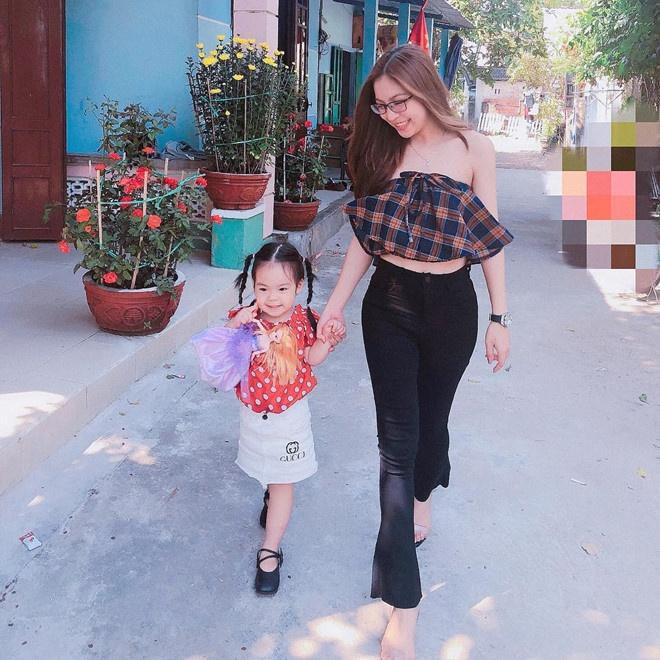 Ban gai Quang Hai, Duy Manh va nhung lan khon kho vi dan mang hinh anh 2