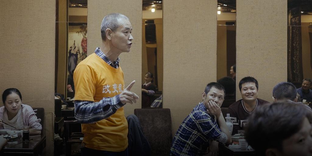 Trieu phu Trung Quoc bi danh dap vi nhat rac tren duong hinh anh 3