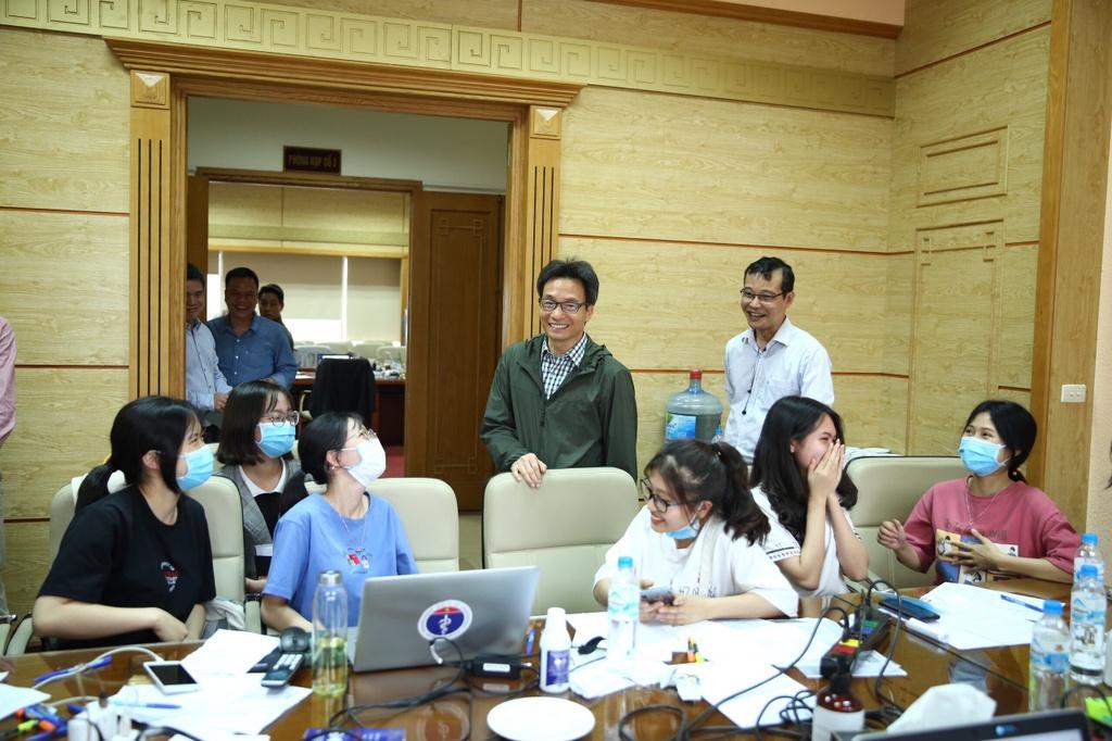Nhom sinh vien DH Y te Cong cong tinh nguyen tham gia chong dich hinh anh 2 52da86e719cfe291bbde.jpg