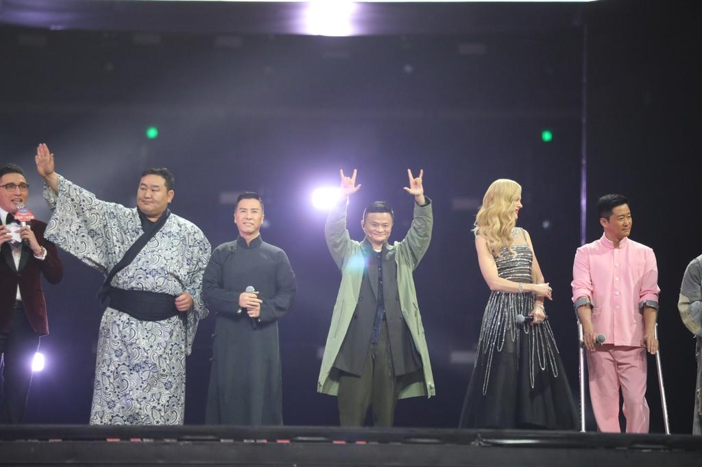 Tỷ phú Jack Ma trong lễ hội Ngày độc thân năm 2017. Ảnh: Getty.