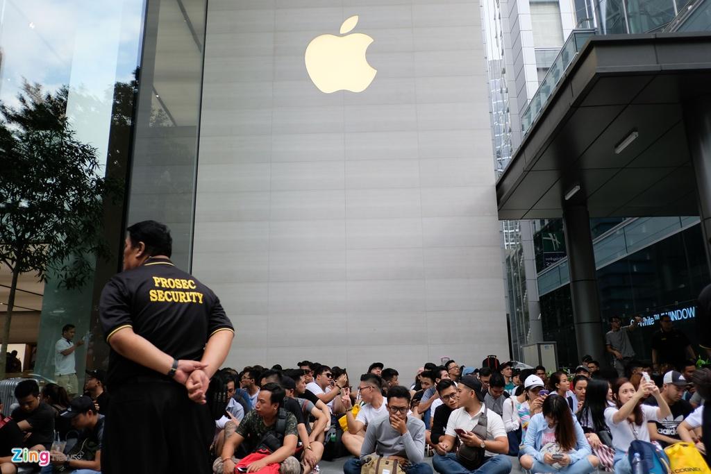 Dau hieu Apple chuan bi cho viec san xuat iPhone o Viet Nam hinh anh 1 Apple_tuyen_dung_1.jpg