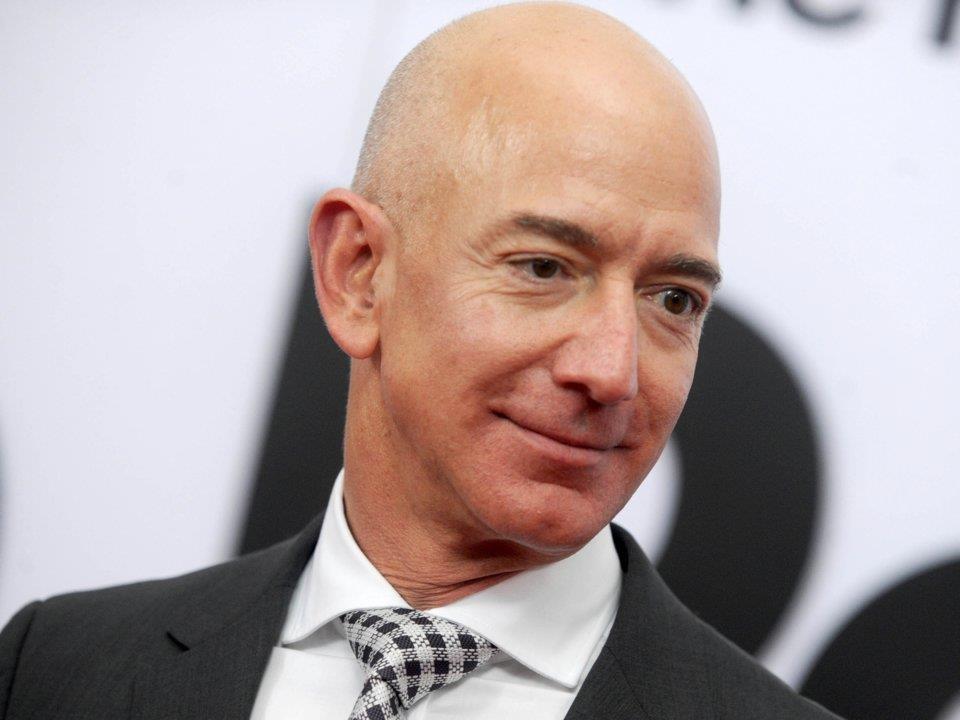 Truoc khi la ty phu, Bezos lam phu bep, Tim Cook giao bao hinh anh 1