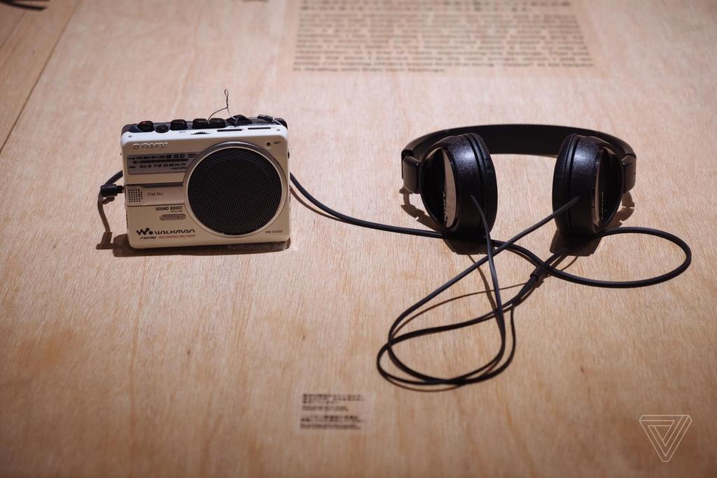 Nhin lai nhung chiec Sony Walkman tung khien 7X, 8X Viet tu hao hinh anh 4