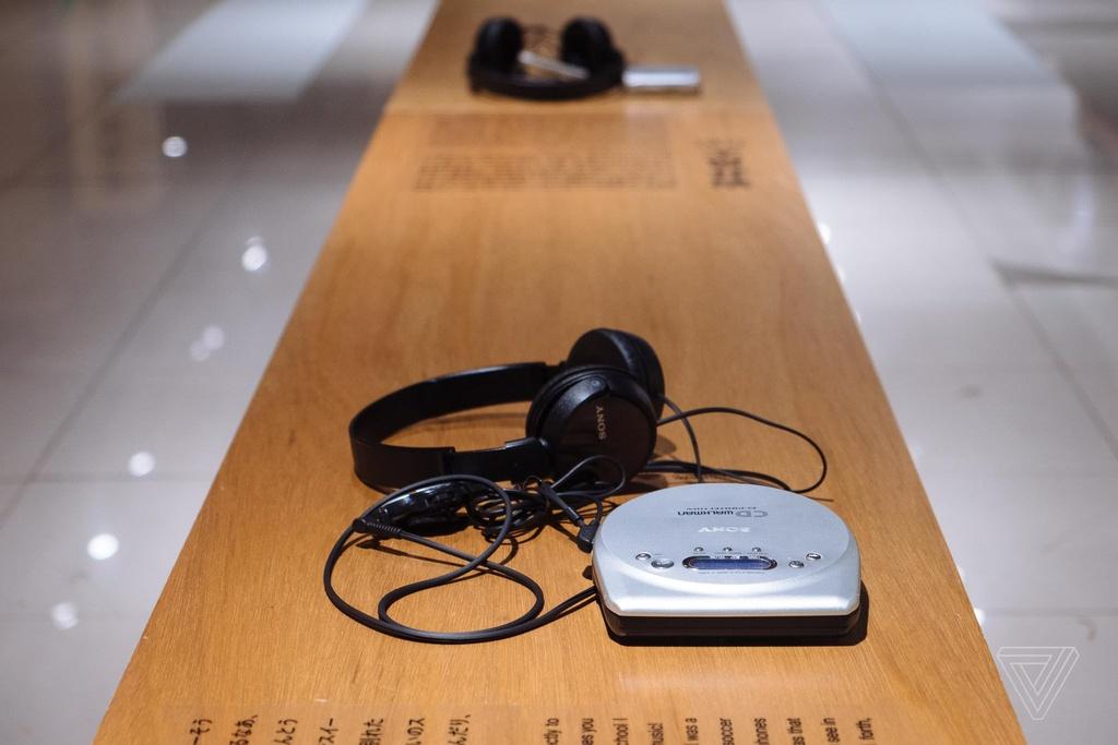 Nhin lai nhung chiec Sony Walkman tung khien 7X, 8X Viet tu hao hinh anh 15