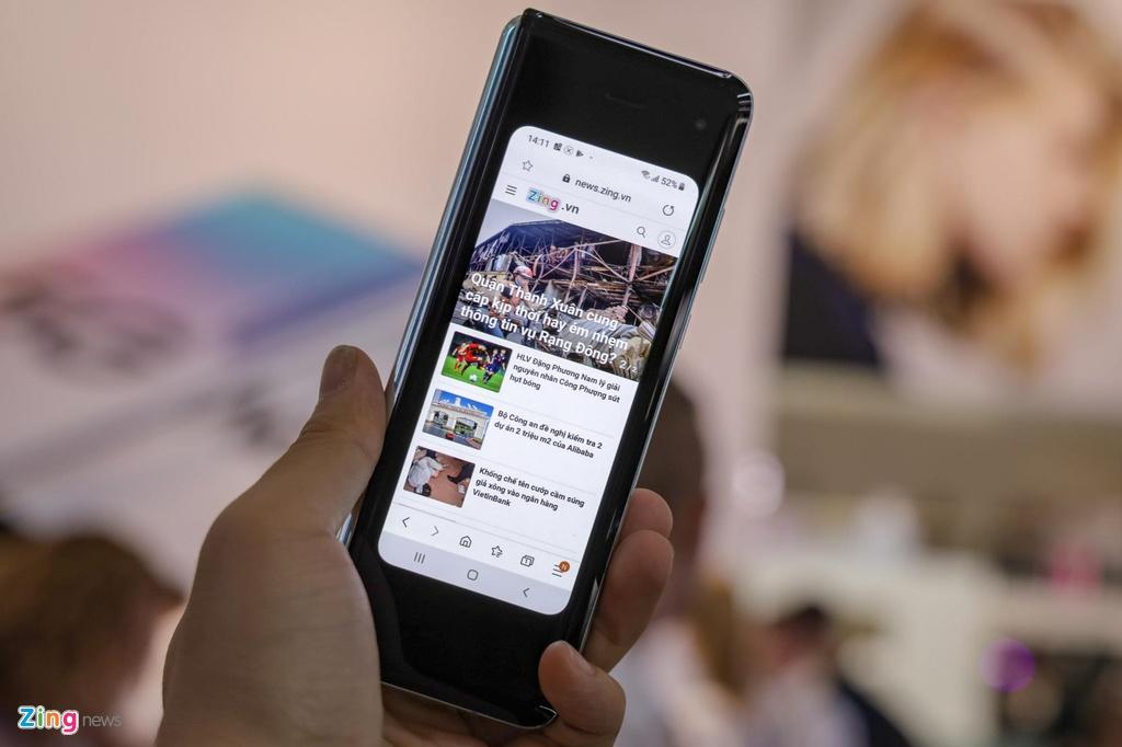tren tay Samsung Galaxy Fold anh 3