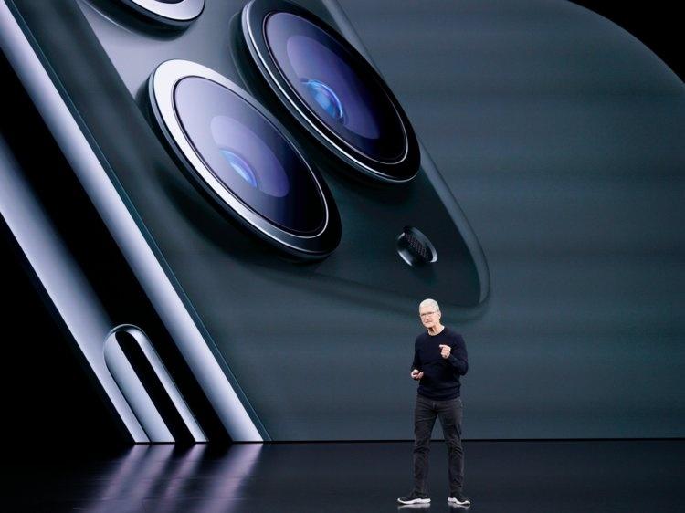 CEO Tim Cook đứng trên sân khấu giới thiệu iPhone 11 Pro. Ảnh: AP.