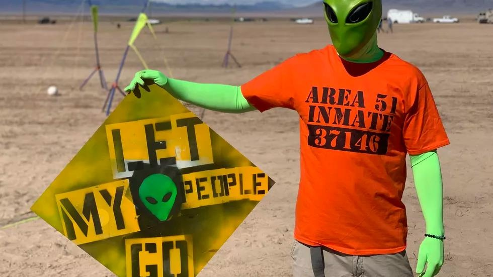 le hoi alienstock an theo area 51 anh 13