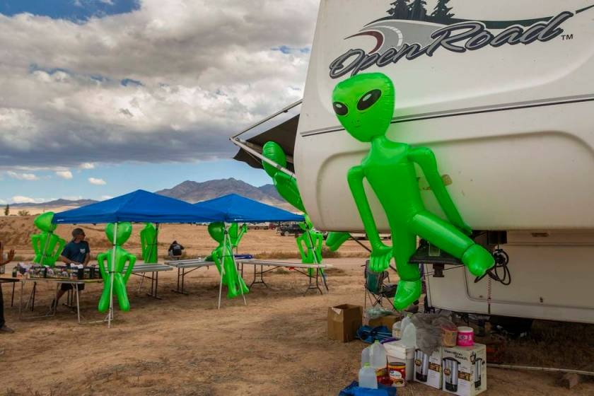 le hoi alienstock an theo area 51 anh 23