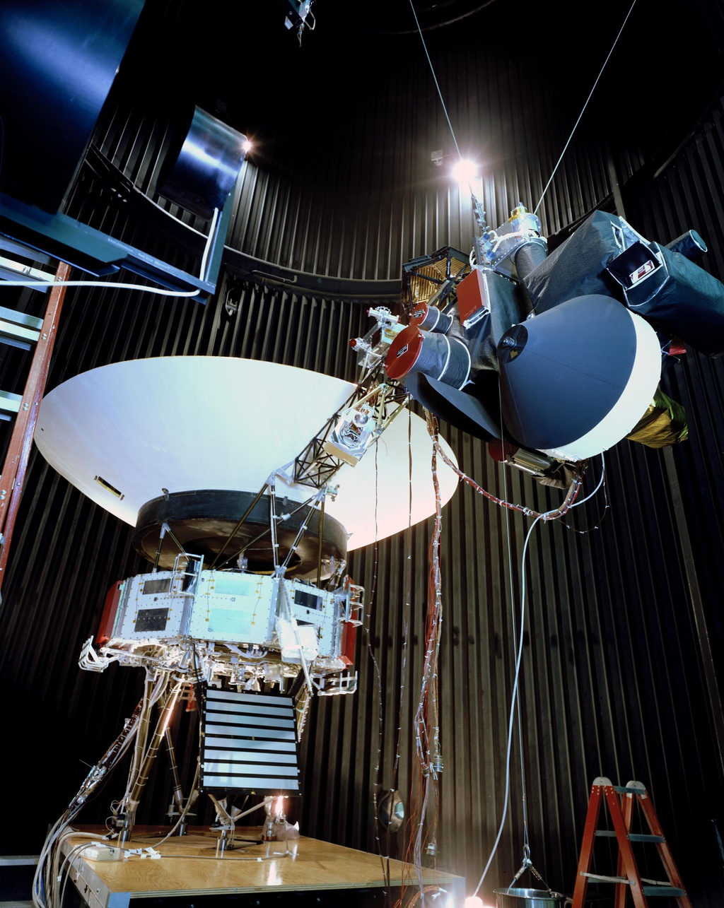 Tau vu tru Voyager 2 va hanh trinh 42 nam vuot thoat He Mat Troi hinh anh 2