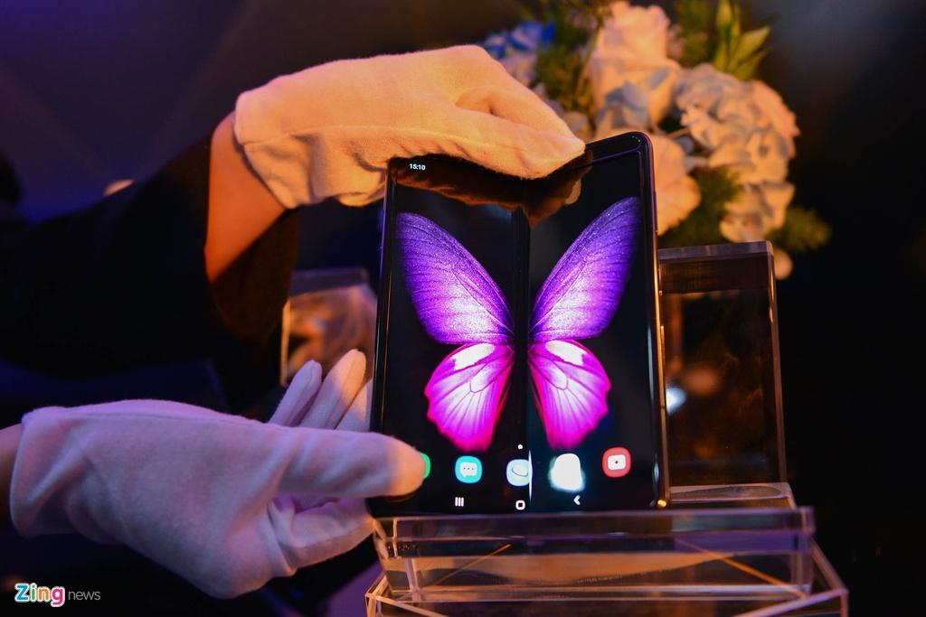 Samsung va Huawei ban dien thoai theo cach la anh 1