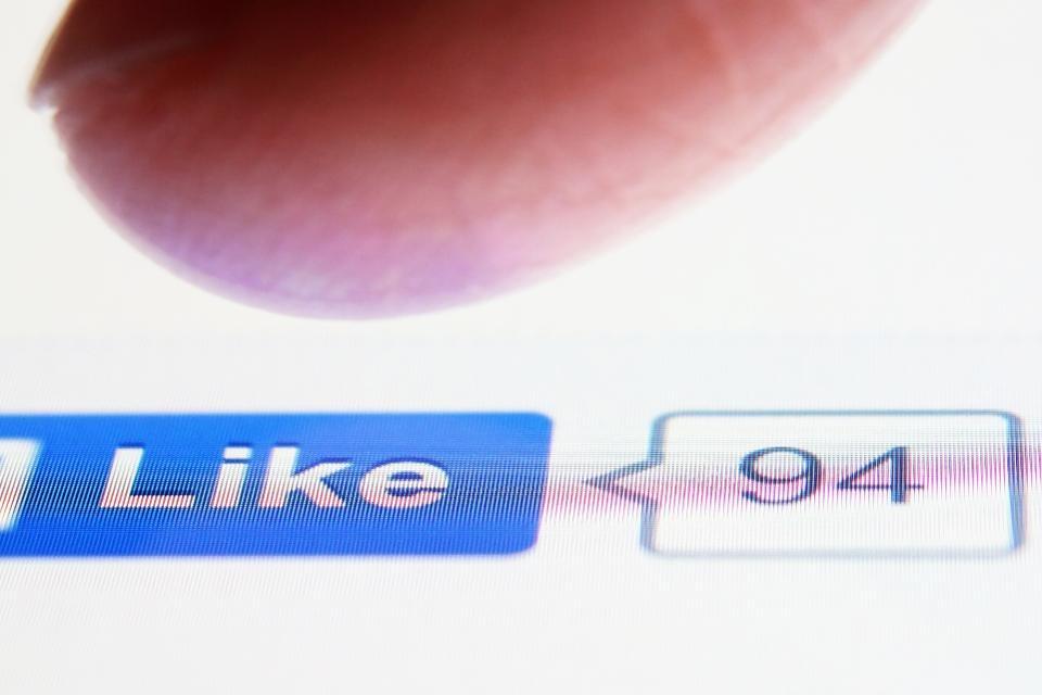 Tinh nang cua Facebook da thao tung tam tri ban 10 nam qua hinh anh 2 Like_2.jpg