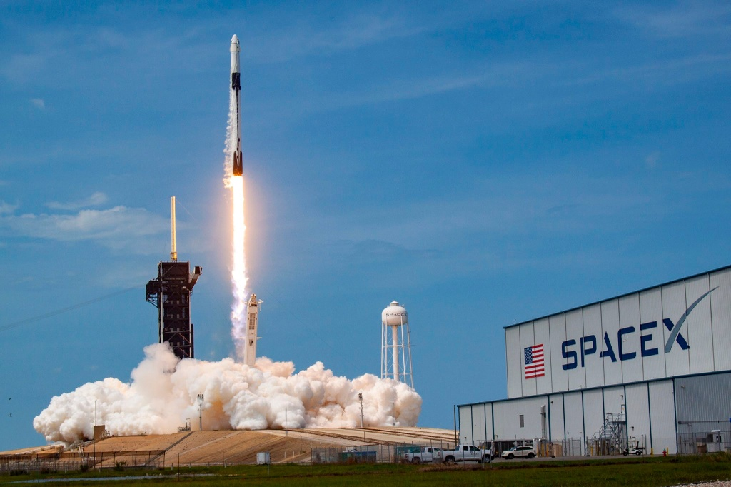 spacex lay tien o dau de hoat dong anh 1