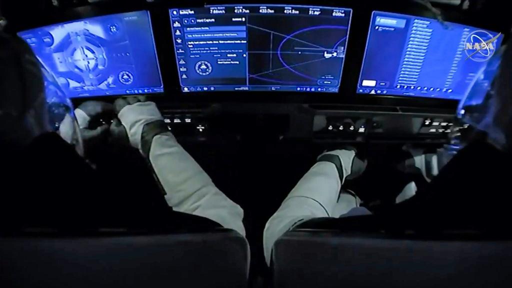 Giay phut lich su tau cua SpaceX noi voi Tram vu tru Quoc te hinh anh 4 SpaceX_3_NASA.jpg