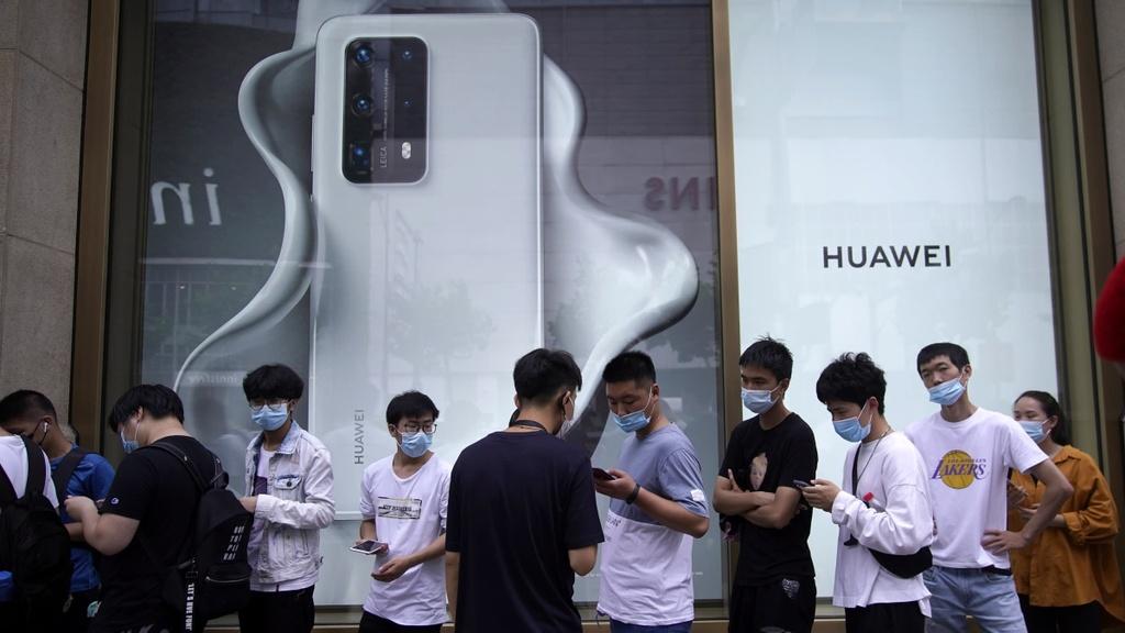 huawei la hang smartphone so 1 anh 3