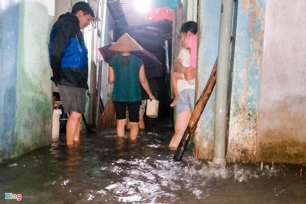 Người dân Quảng Nam trắng đêm chạy lũ