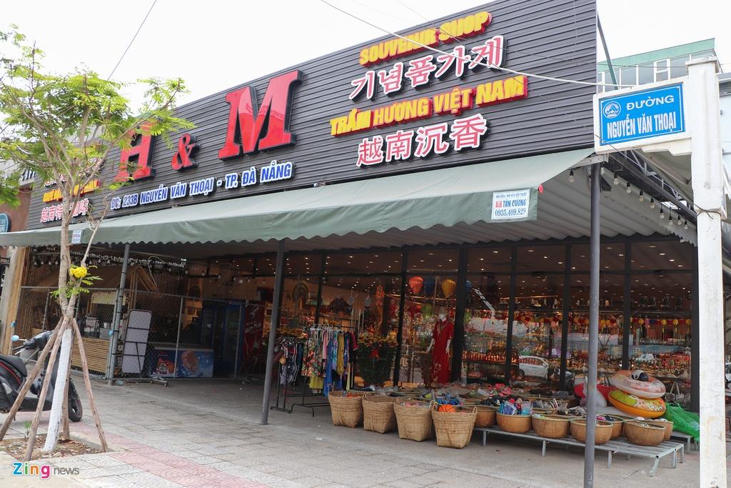 Hàng quán ở Đà Nẵng vắng khách giữa nỗi lo virus corona lây lan