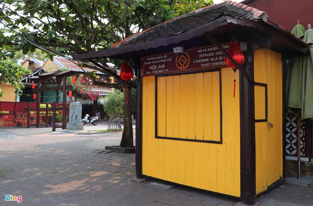 Hoi An vang khach le 30/4 anh 2