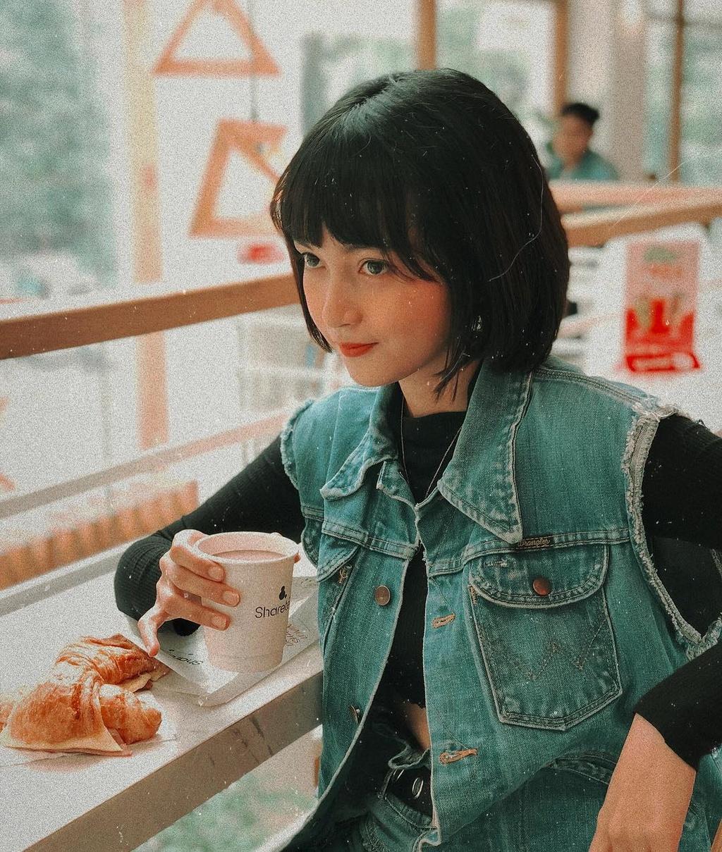 Hot girl tuoi Hoi: Nguoi hanh phuc ben chong, ke theo nghiep dien xuat hinh anh 21