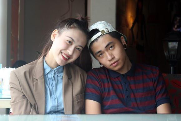 Hai hot girl sinh năm 1994 đồng thời khoe tình yêu hạnh phúc