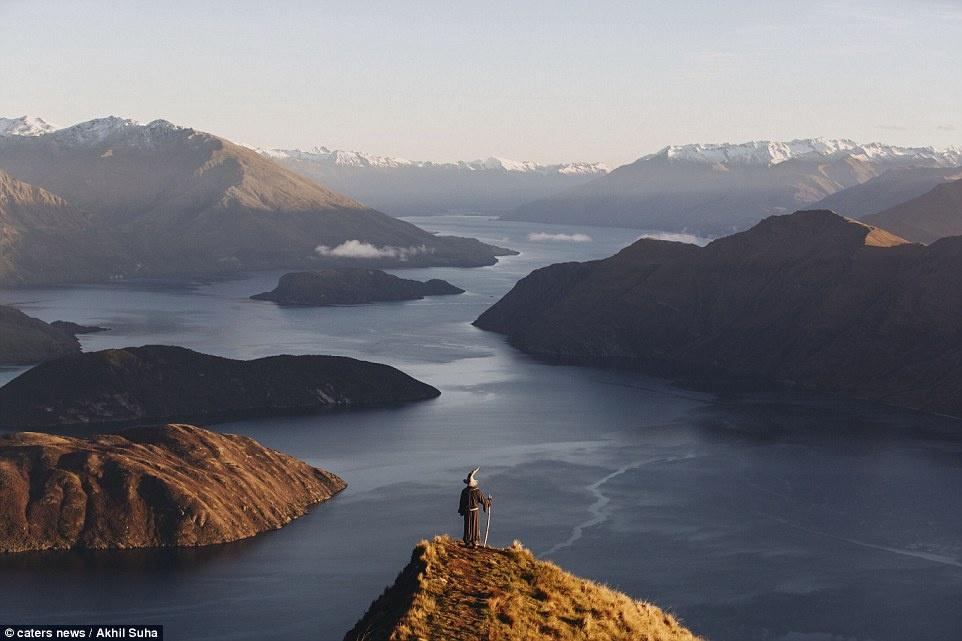 Chang trai di khap New Zealand trong trang phuc phu thuy hinh anh 10