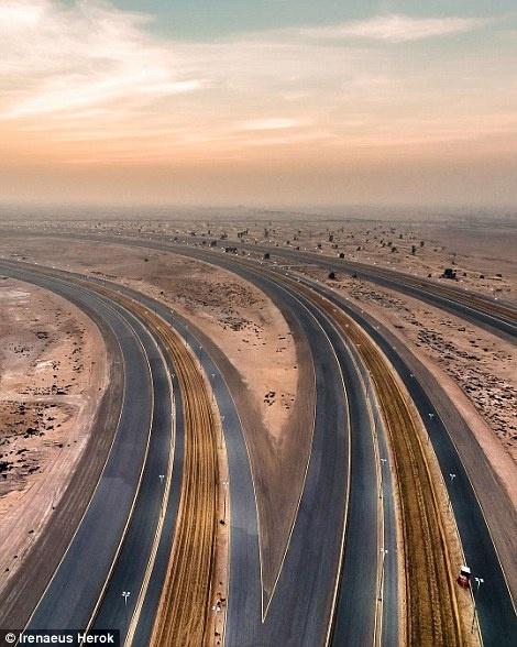 Ve trang le cua Dubai khi nhin tu tren khong hinh anh 3