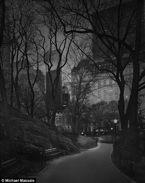 Central Park am u khong mot bong nguoi vao ban dem hinh anh 12