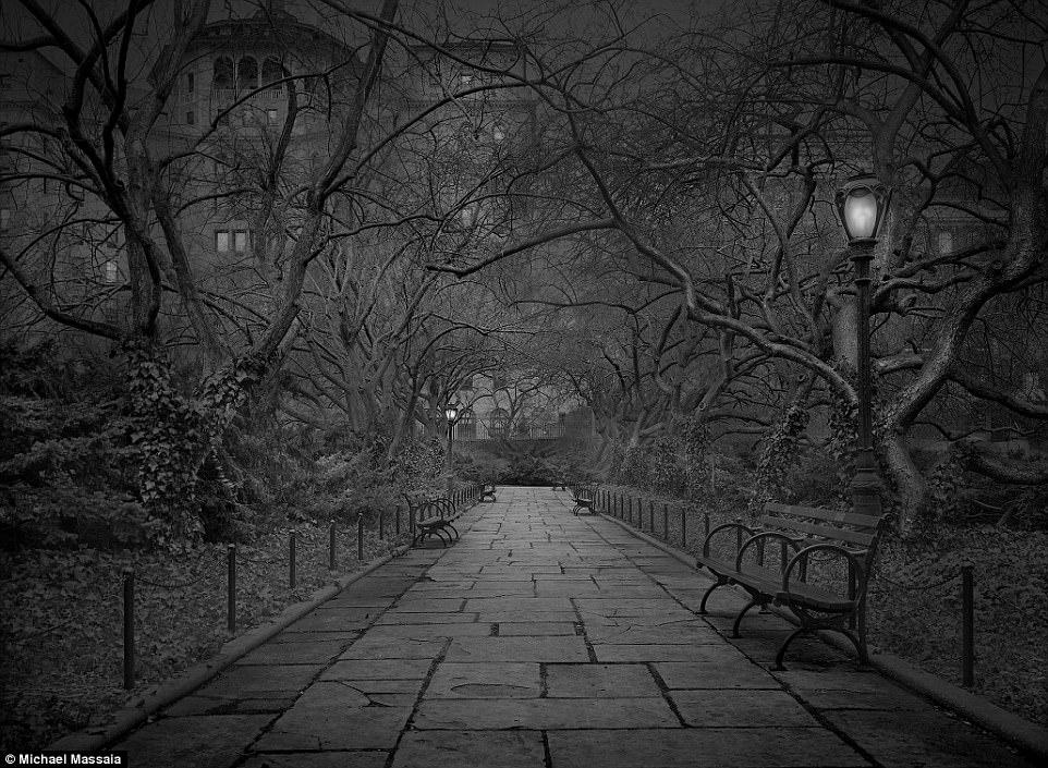 Central Park am u khong mot bong nguoi vao ban dem hinh anh 3