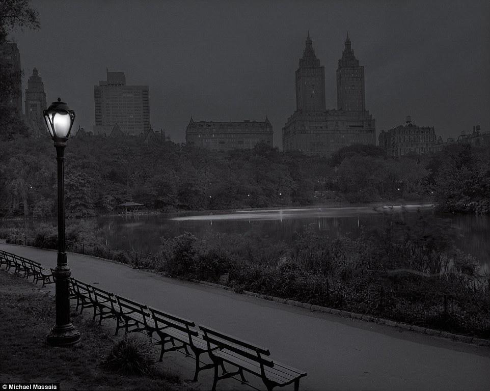Central Park am u khong mot bong nguoi vao ban dem hinh anh 6