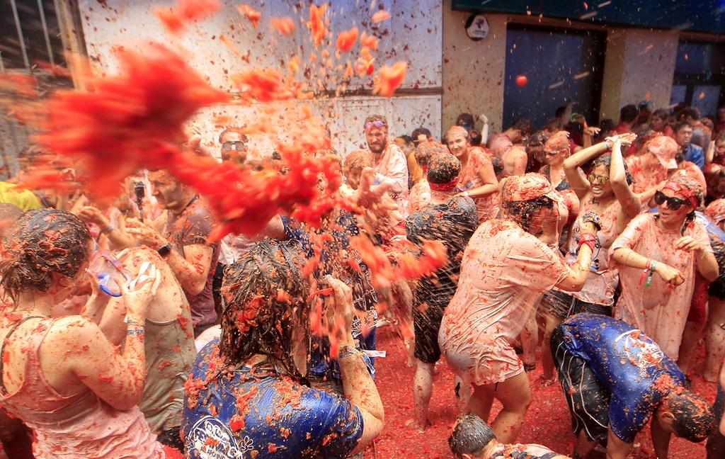 Kết quả hình ảnh cho Lễ hội ném cà chua La Tomatina – Tây Ban Nha