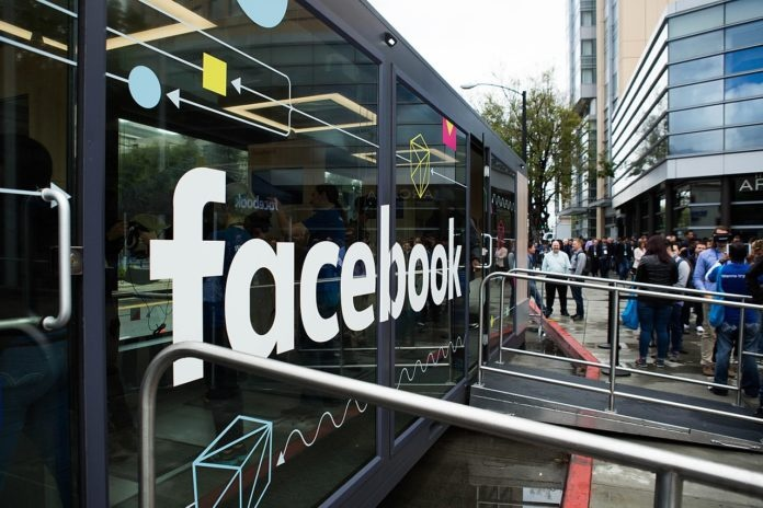 Facebook thuc hien truyen thong ban anh 1