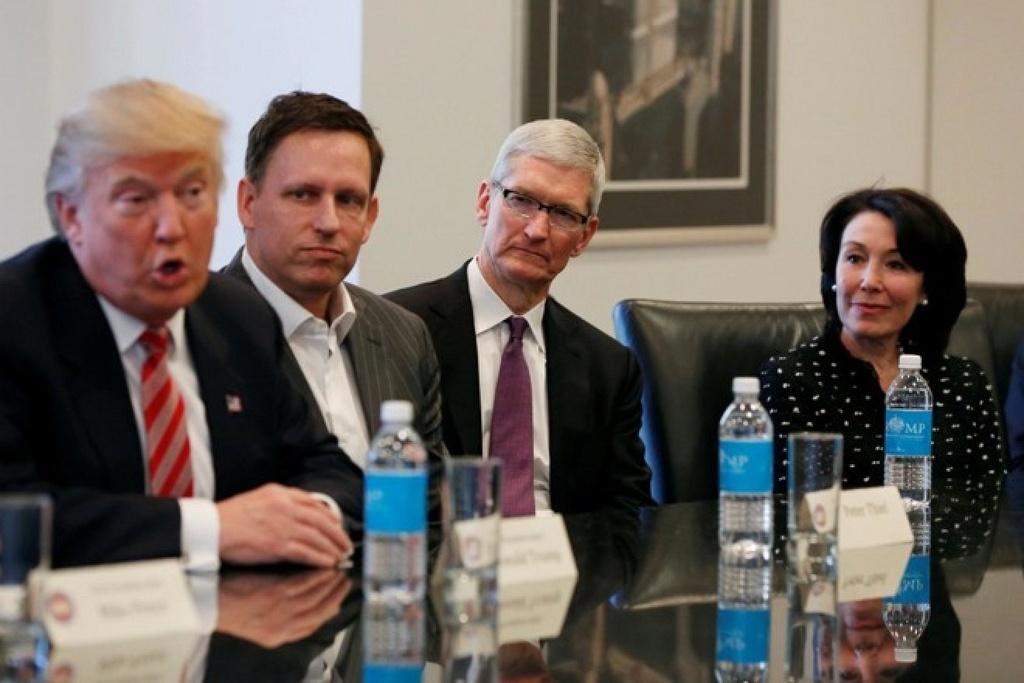 Apple mắc kẹt trong yêu sách của Tổng thống Donald Trump và lợi ích của công ty. Ảnh: Macrumors.