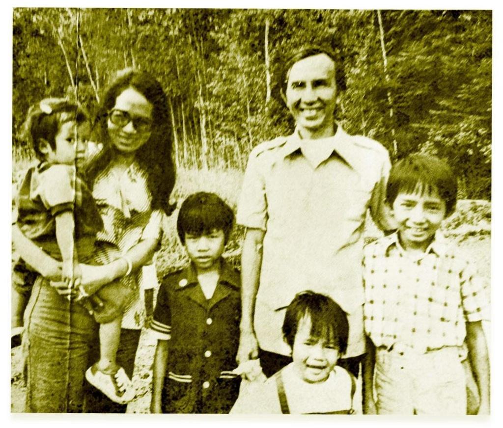 Gia đình ông Minh khi mới qua Canada. Ảnh: Minh Le.