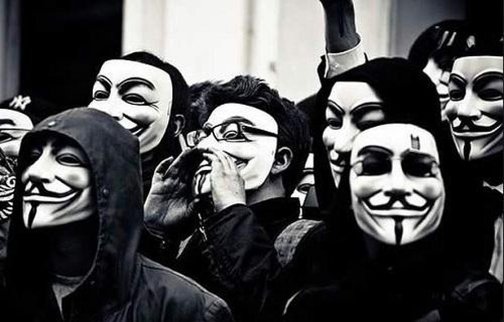 Anonymous dang tro lai anh 2