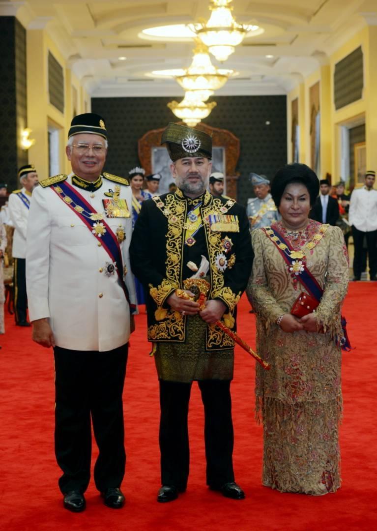 Quoc vuong tre nhat Malaysia dang quang o hoang cung trang le hinh anh 9