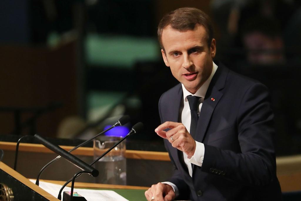 Tong thong Macron truot dai vi thai do ngao man, xa cach hinh anh 1