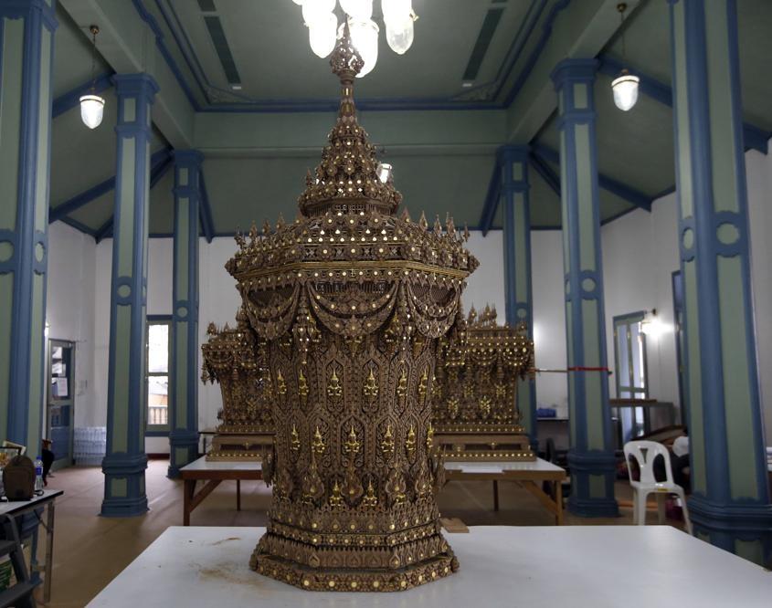 Binh di cot rong va nhung nghi thuc la trong le hoa tang vua Thai hinh anh 2
