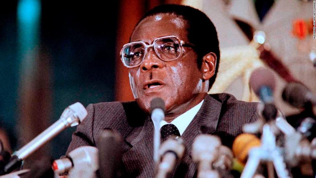 Tong thong Zimbabwe Mugabe: 37 nam cam quyen va 2 doi vo hinh anh 4
