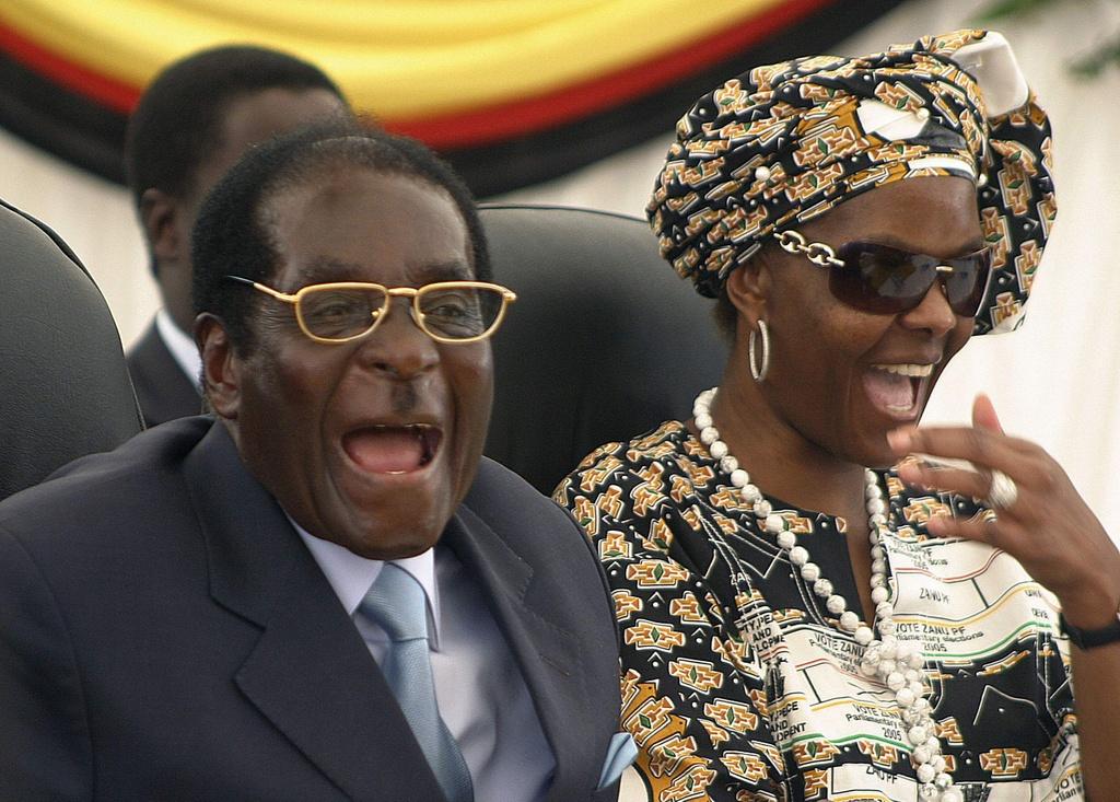 Zimbabwe thoi Mugabe: Lam phat 500 ty % va vet seo nhuc nhoi hinh anh 4