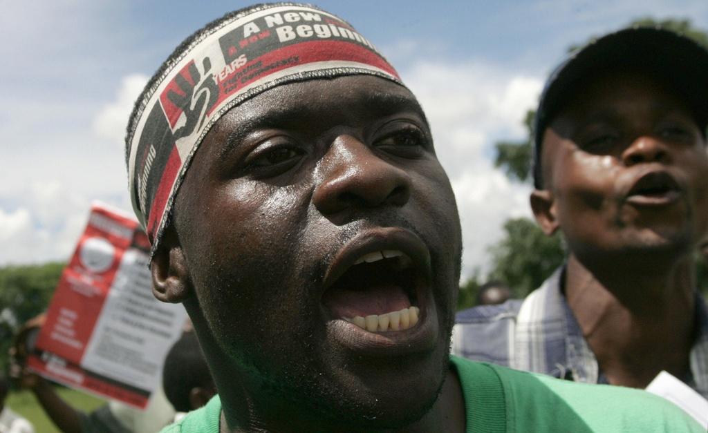 Zimbabwe thoi Mugabe: Lam phat 500 ty % va vet seo nhuc nhoi hinh anh 2