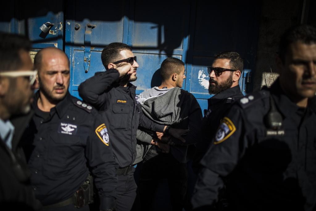 Mat vu Israel manh tay tran ap, bat giu 200 nguoi Palestine hinh anh 10