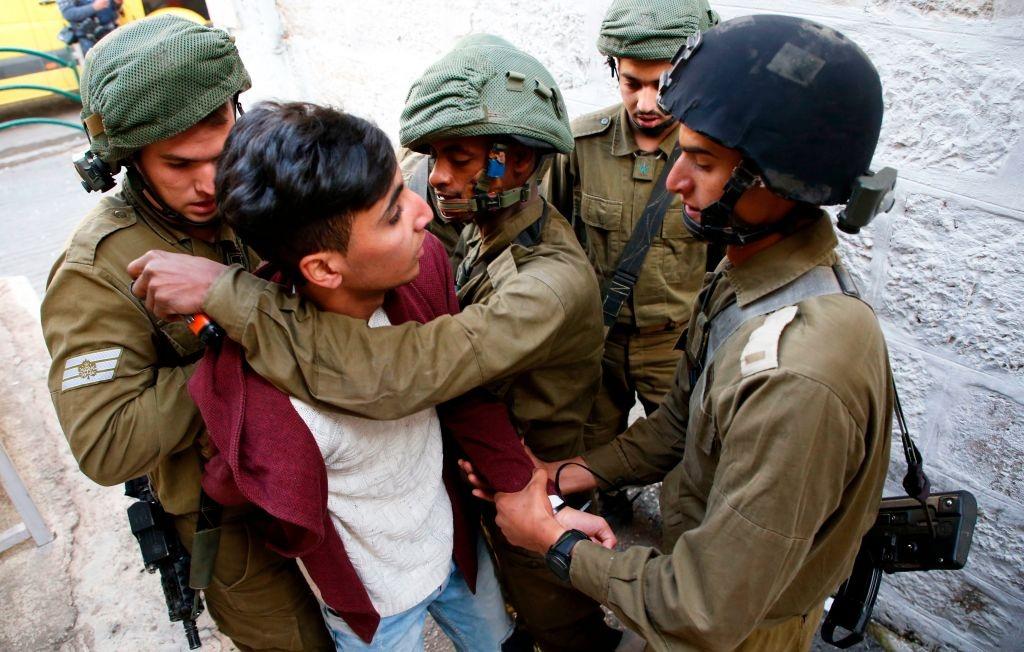 Mat vu Israel manh tay tran ap, bat giu 200 nguoi Palestine hinh anh 7