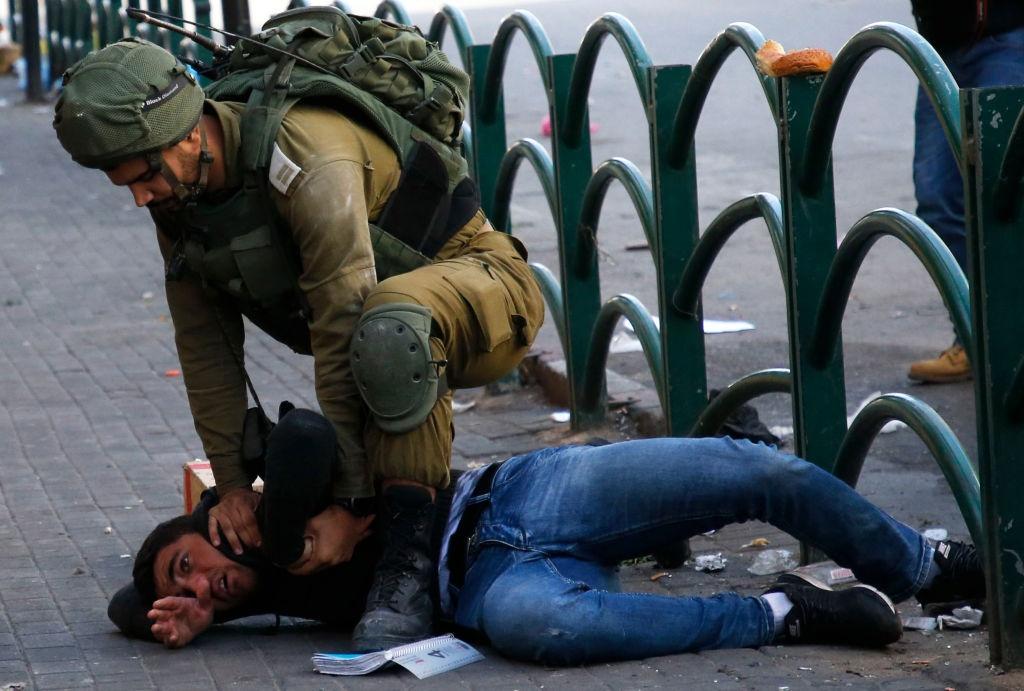 Mat vu Israel manh tay tran ap, bat giu 200 nguoi Palestine hinh anh 8