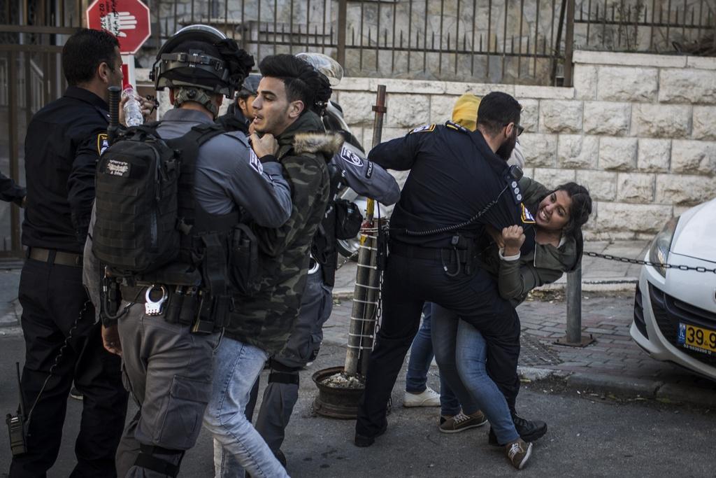 Mat vu Israel manh tay tran ap, bat giu 200 nguoi Palestine hinh anh 9