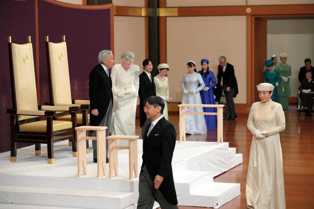 Nhat hoang Akihito thoai vi, Nhat Ban khep lai trieu dai Binh Thanh hinh anh 3