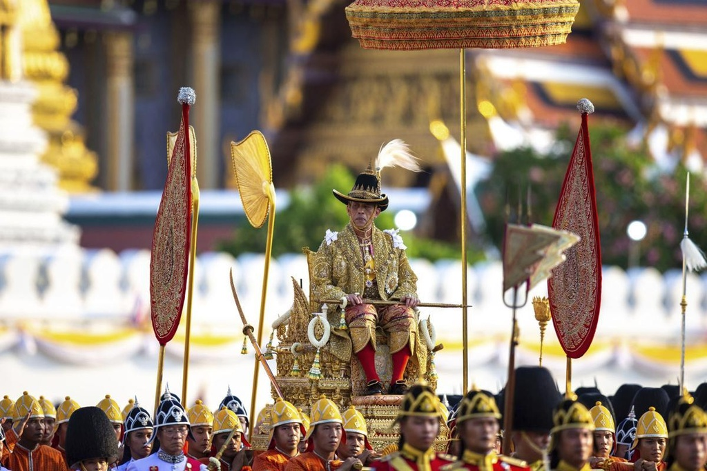 Tan vuong Thai Lan tren kieu 16 nguoi khieng trong le ruoc 7 tieng hinh anh 9