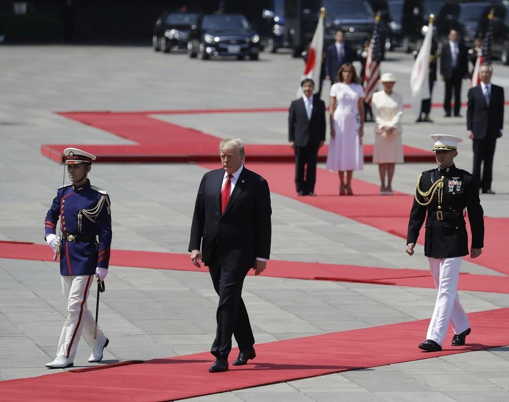 Tong thong Trump hoi kien Nhat hoang Naruhito tai Hoang cung hinh anh 10