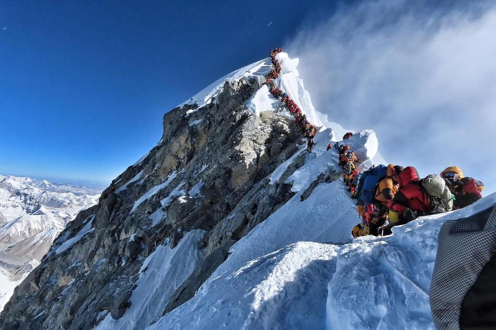 'Buoc qua xac nguoi de len dinh' - canh hon loan tren Everest un tac hinh anh 2